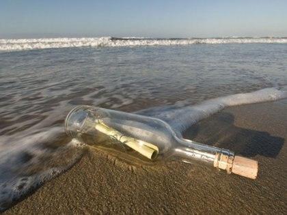 La botella viajó más de 400 kilómetros por el río hasta que fue hallada por una pequeña niña 30 años después de que la lanzara una pareja de novios. (Imagen de referencia)