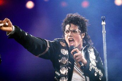 La autopsia reveló que el cantante estaba completamente calvo y llevaba una peluca (Shutterstock)