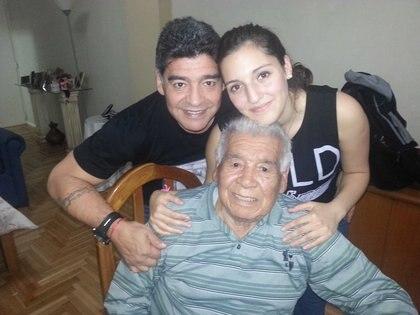 Maradona y Jana junto a Don Diego