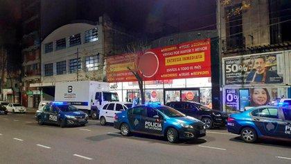 """La """"Fiesta de los Muebles"""", un evento clandestino desbaratado por la Policía de Ciudad de Buenos Aires en CABA"""