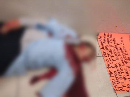 El CJNG habría firmado un narcomensaje que dejó al lado del cadáver de una cajera en Apaseo el Alto (Foto: Twitter/ @fernand17704066)