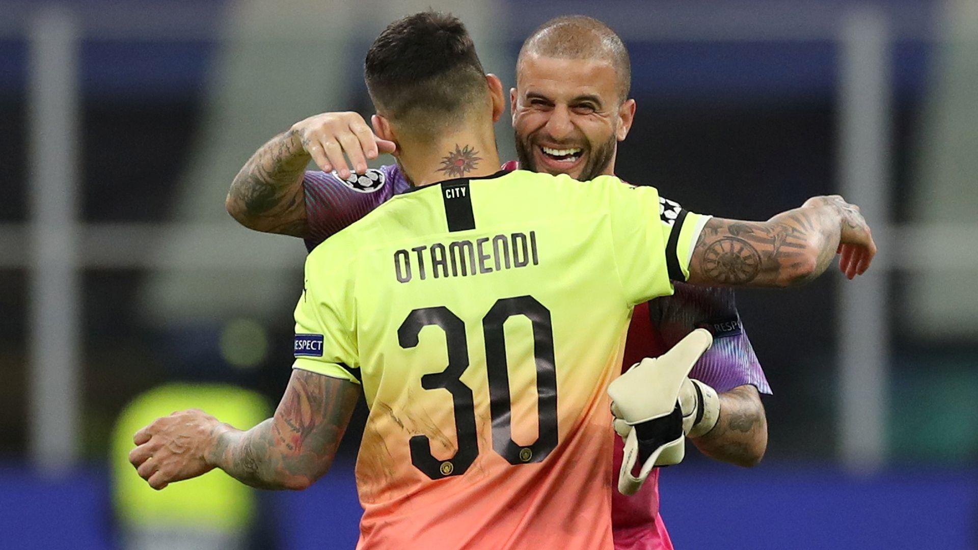 Nicolás Otamendi sorprendió con sus tatuajes en la igualdad 1 a 1 ante Atalanta (Reuters)