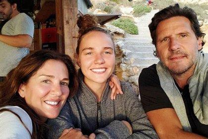Andrea Frigerio, junto a su hija Josefina y su marido, Lucas Bocchino