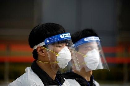 Corea de Sur tuvo todas las epidemias virales de los últimos 20 años (SARS, MERS, Ébola). En todas utilizó barbijo, obligatorio para la comunidad (REUTERS/Kim Hong-Ji)