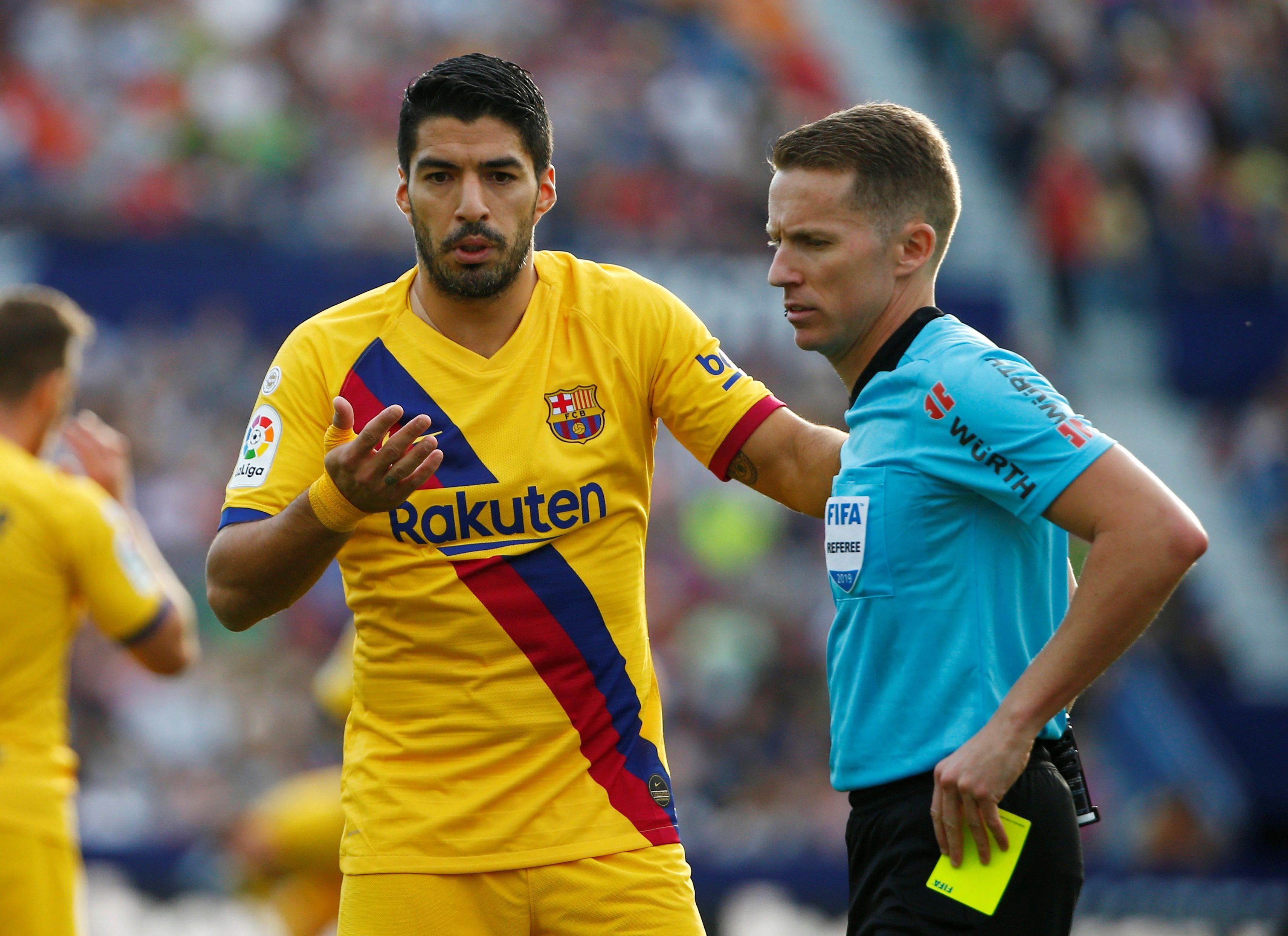 Luis Suárez se retiró lesionado en el Barcelona (REUTERS/Javier Barbancho)