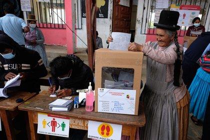Los boca de urna atribuyeron una contundente victoria a Luis Arce, con más del 50% de los votos (REUTERS/Wara Vargas Lara)