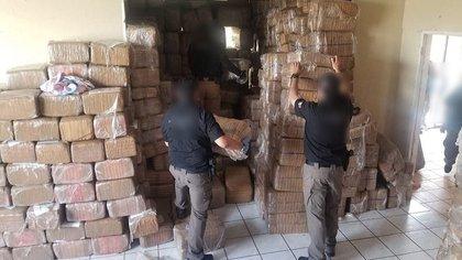 Toneladas de droga llegan a México por aire. (Foto: FGR)