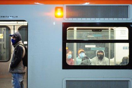 El funcionamiento del Metro, de acuerdo con el horario establecido para días festivos, será a partir de las siete de la mañana (Foto: Daniel Augusto/cuartoscuro.com)
