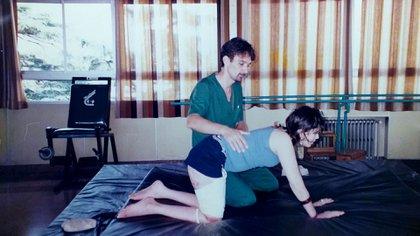En plena rehabilitación junto a su kinesiólogo, Pablo Marolt
