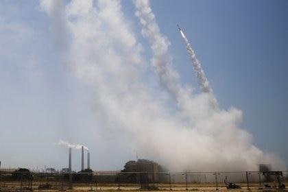 El sistema Cúpula de Hierro intercepta los cohete lanzados  desde Gaza (REUTERS/Nir Elias)