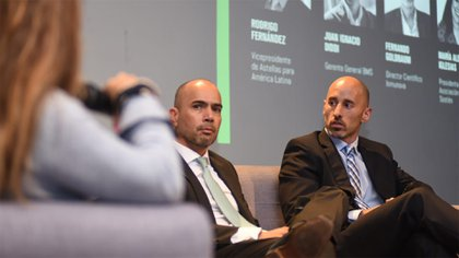 Rodrigo Fernández y Juan Ignacio Diddi atentos al debate sobre panorama de la industria: desafíos y oportunidades