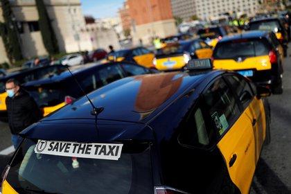 Taxistas protestan por la caída de la demanda como resultado de las nuevas restricciones en Barcelona (REUTERS/Nacho Doce)