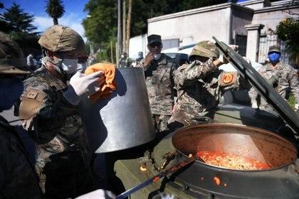 Operativo del Ejército en el conurbano para la entrega de alimentos