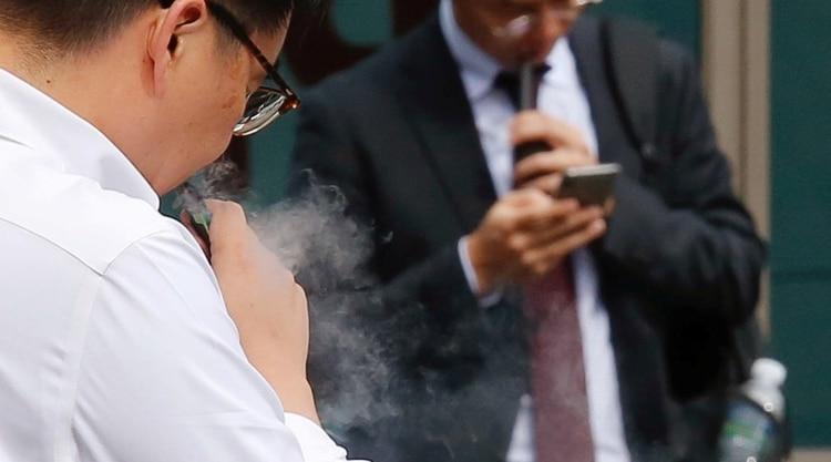 Se encontraron restos de aceite de vitamina E en pacientes con lesiones pulmonares por vapeo (Foto: Reuters)
