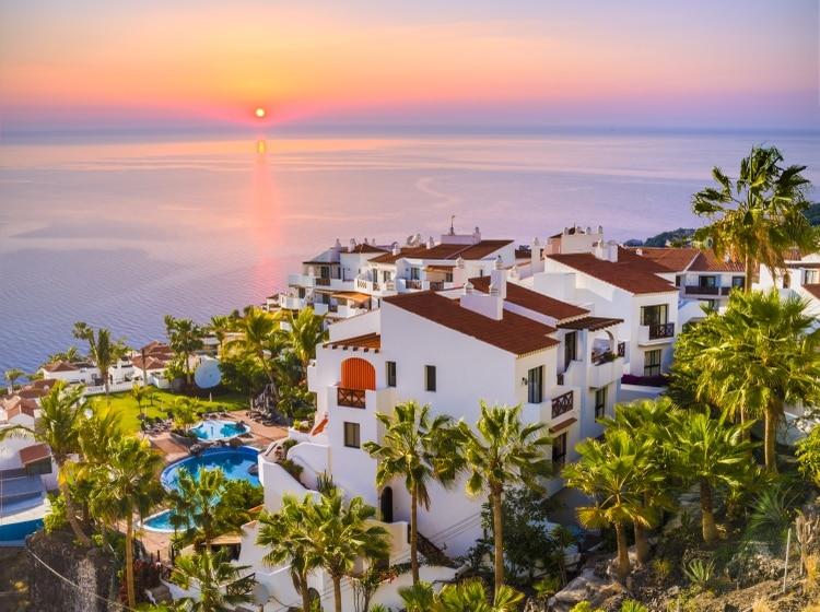 El Hierro, hoy la más occidental y meridional de las islas, es un mundo aparte del resto de las principales Islas Canarias de España, que a menudo son famosas por sus resorts de sol y arena (Shutterstock)