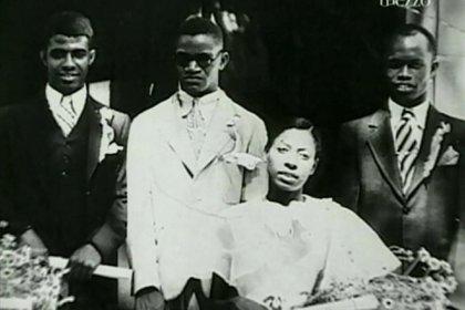 Ray Charles junto a su madre, Aretha, en 1944