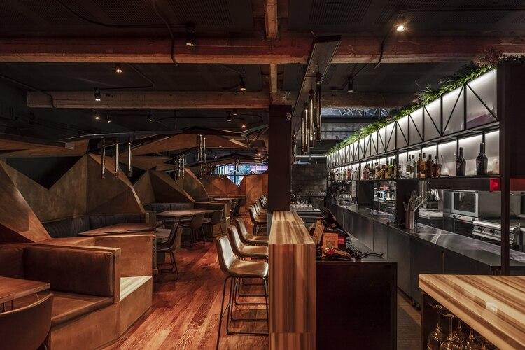 """""""La idea fue promover una gran y única pieza capaz de anclar la totalidad del proyecto, la cual es, además, plenamente funcional a las necesidades del restaurante"""