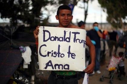 Un migrante centroamericano, con un mensaje para Trump (Reuters)