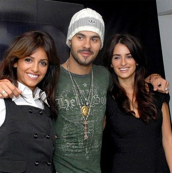 Eduardo junto a sus hermanas: Mónica y Penélope Cruz. (Foto: Instagram)