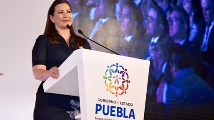 Gobernó por unos días el mismo estado que dirigió su esposo Rafael Moreno Valle (Foto: Facebook Martha Erika Alonso)