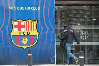 Las autoridades allanaron las oficinas del Barcelona en el marco de la investigación por el Barcagate (Reuters)