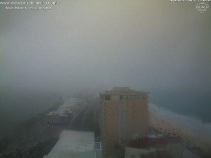 Efectos de la tormenta tropical Marco; vista desde el Beach Palace All Inclusive Resort (Foto: Twitter Webcams de México)