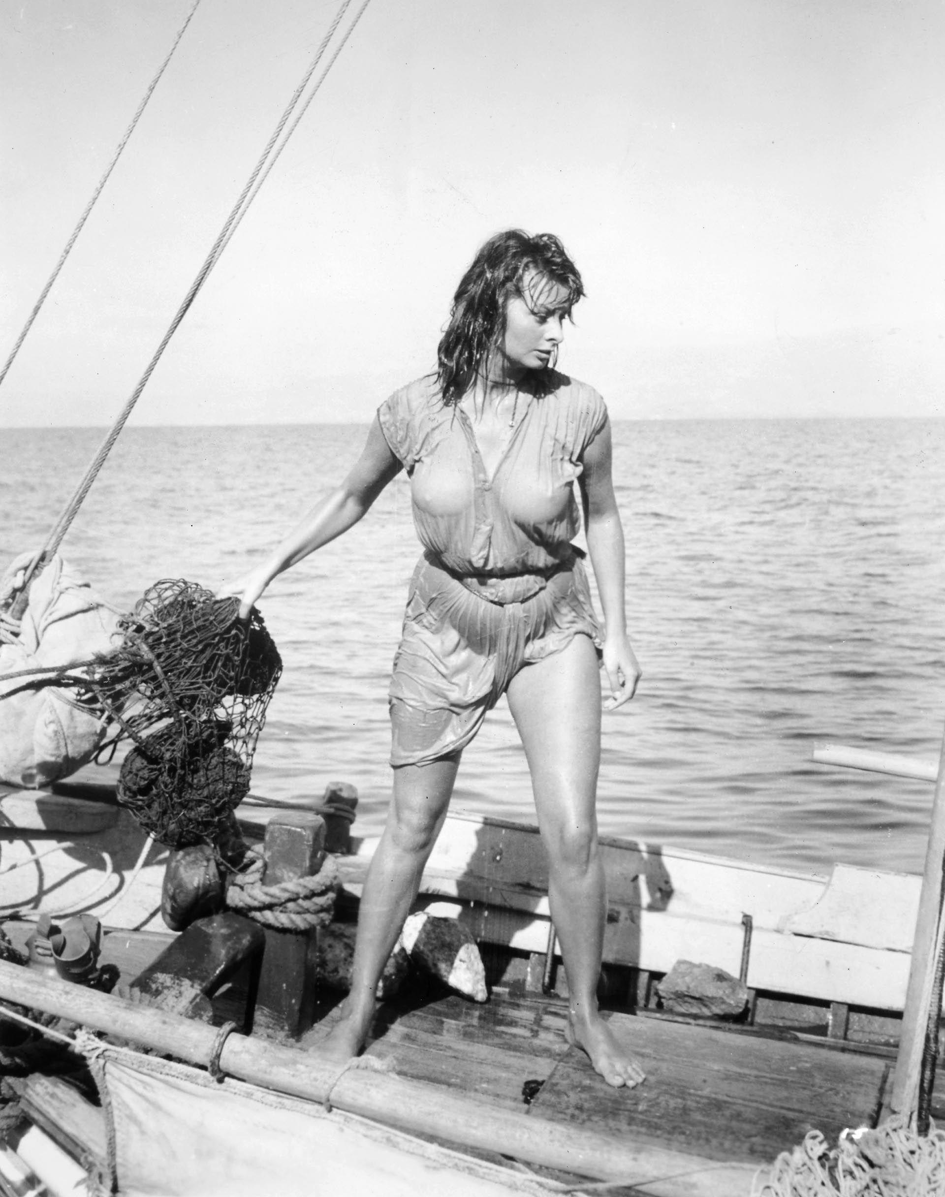 """Sophia Loren en el film """"La sirena y el delfín"""", en 1957 (Crédito: Shutterstock)"""
