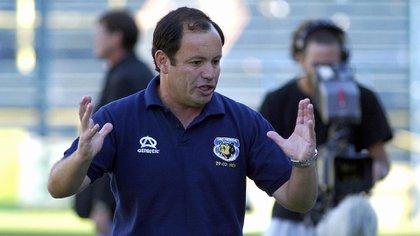 Oscar Del Solar, entrenador chileno que dirigió a Tiro Federal en la temporada 2005/2006 tras las partidas del Profe Castelli y el Indio Solari (FotoBaires)