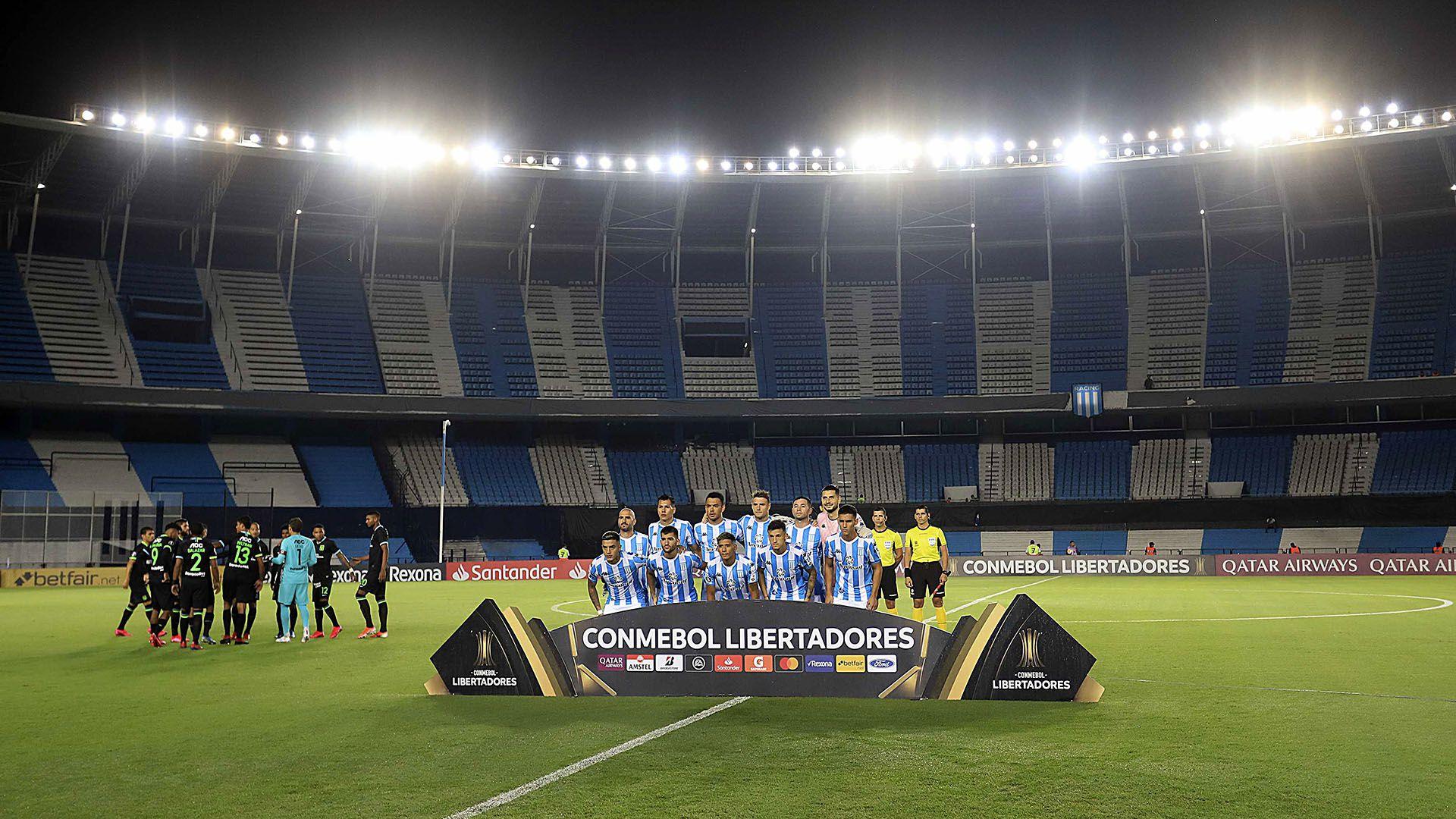 Racing en su último compromiso ante Alianza Lima que se jugó sin público en el Cilindro de Avellaneda FOTO NA: MARCELO CAPECE