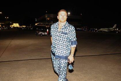 """Saúl """"Canelo"""" Álvarez llega a Dallas, Texas con un atuendo Dolce & Gabbana. Crédito: DAZNBoxing"""