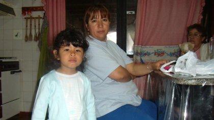 Esta es la foto que utilizaron para hacer la proyección de rostro de Sofía, donde está junto a su mamá