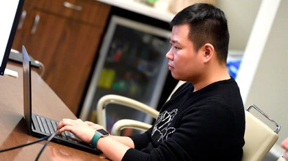 Ensheng Dong, quien dio el paso inicial para la creación del mapa (Crédito: Universidad Johns Hopkins)