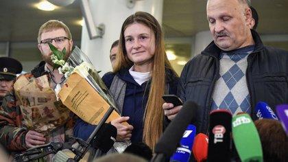 Maria Butina, recién llegada a Moscú, deportada desde EEUU (Photo by Alexander NEMENOV / AFP)