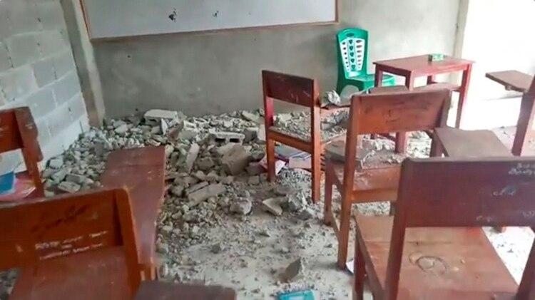 Una escuela dañada en Ambon (Weul Artafella via REUTERS)