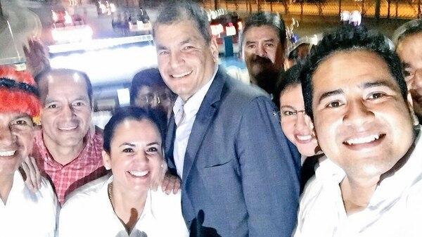 Rafael Correa llegó en la madrugada de este viernes a Ecuador