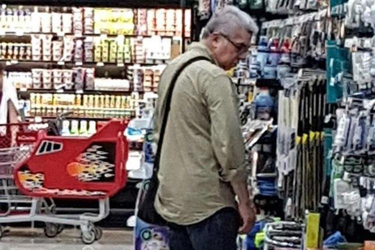 El ex presidente del Parlamento de Guatemala, Luis Rabbé, fotografiado en un supermercado de Managua dos días después de su huida de Guatemala. (Foto cortesía)