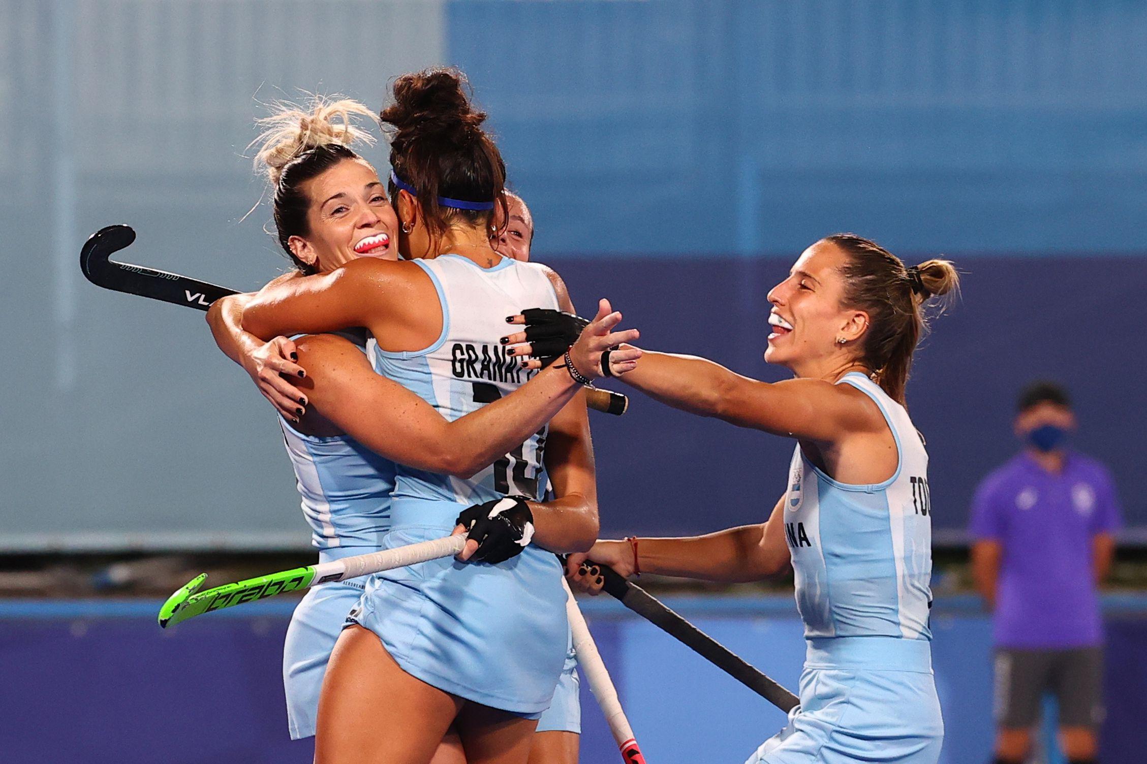 Las Leonas quieren encaminar el rumbo hacia los cuartos de final (REUTERS/Bernadett Szabo)