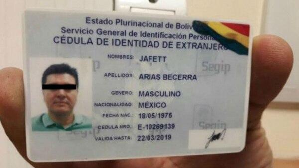 El acusado portaba un documento expedido por Bolivia y en el que se identificaba como ciudadano mexicano pero con el falso nombre de Jefett Arias Becerra (Twitter @gzuppy)