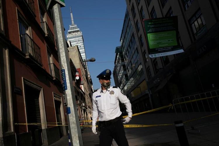 La contingencia en la fase 3 restringirá la circulación pública de forma obligatoria y permitirá a imponer restricciones a los ciudadanos que violen a cuarentena (Foto: Carlos Jasso/Reuters)