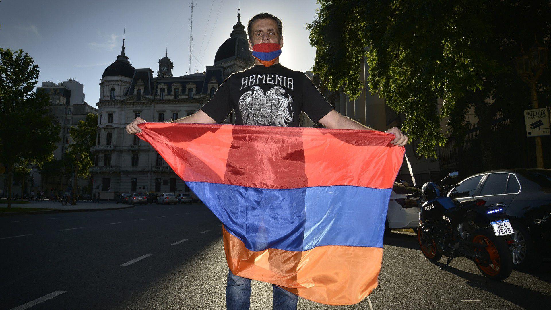 Manifestación y misa Armenia