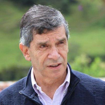 Rafael Pardo defiende al expresidente Virgilio Barco. Foto: cortesía cuenta de Twitter Rafael Pardo.