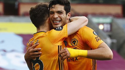 "Soccer Football - Premier League - Burnley v Wolverhampton Wanderers - Turf Moor, Burnley, Britain - July 15, 2020  Wolverhampton Wanderers' Raul Jimenez celebrates scoring their first goal with Diogo Jota, as play resumes behind closed doors following the outbreak of the coronavirus disease (COVID-19)  REUTERS / Jason Cairnduff / Pool  EDITORIAL USE ONLY. No use with unauthorized audio, video, data, fixture lists, club/league logos or ""live"" services. Online in-match use limited to 75 images, no video emulation. No use in betting, games or single club/league/player publications.  Please contact your account representative for further details."