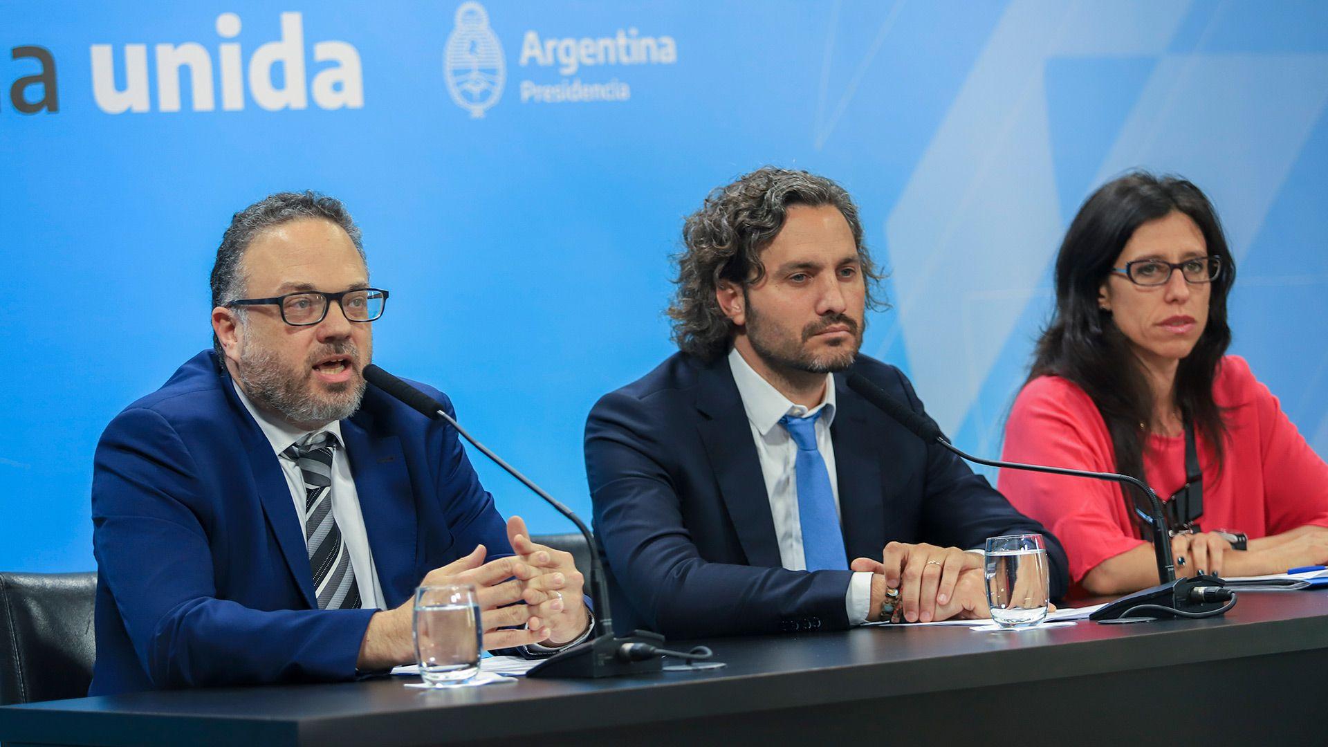 Español, junto al jefe de Gabinete, Santiago Cafiero, y a su jefe, el ministro de Desarrollo Productivo, Matìas Kulfas DANIEL VIDESzzzz