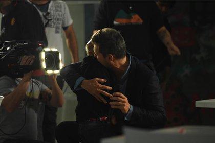 El conmovedor abrazo de Tinelli con Maximiliano