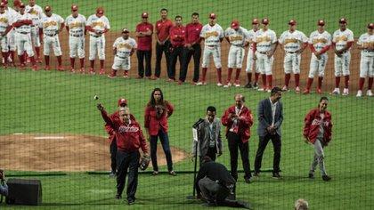 Andrés Manuel López Obrador, presidente de México, encabezó la ceremonia de de inauguración del estadio Alfredo Harp Helú,  entre los Diablos Rojos del México y los Padres de San Diego (Foto: Mario Jasso/ Cuartoscuro)