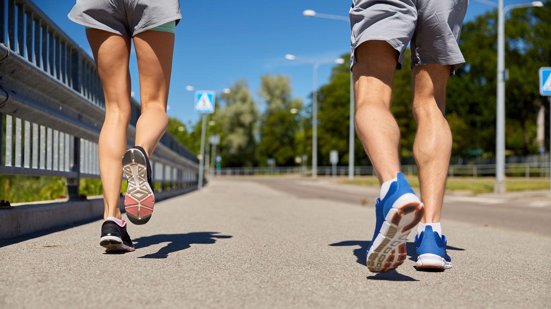 gente caminando generica