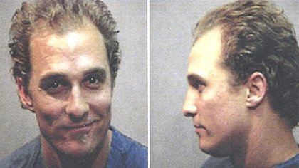 Matthew McConaughey pasó solo unas horas detenido pero fue fotografiado como cualquier otro convicto