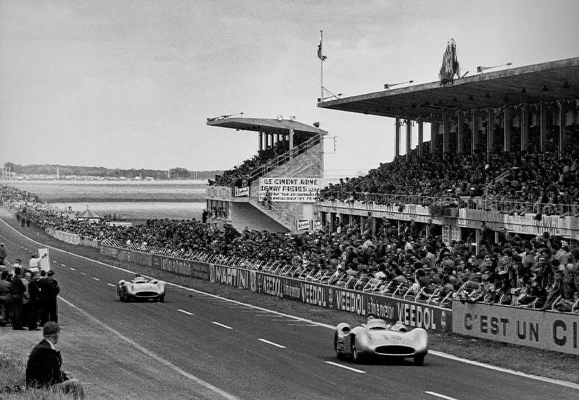 El día de la primera victoria de Mercedes en F-1. Triunfó el argentino Juan Manuel Fangio (número 18), en Reims, Francia, el 4 de julio de 1954.