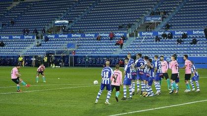 Barcelona intentó sobre el cierre, pero no pudo quebrar la resistencia de Alavés (REUTERS/Vincent West)