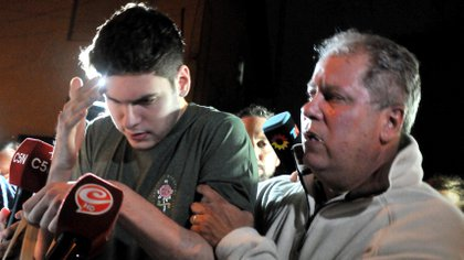 Pablo junto a su padre tras ser liberado la semana pasada (Crédito: Hernán Nersesián)